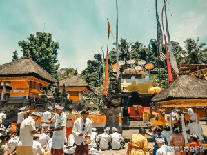 Indonesia Bali Tirta Empul Blessing Ceremony Backpacking Backpacker Travel