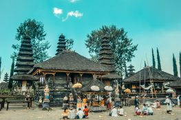 Indonesia Bali Ulun Danu Batur Prayer Backpacking Backpacker Travel