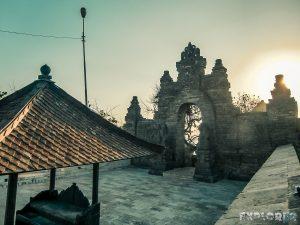Indonesia Bali Uluwatu Temple Backpacking Backpacker Travel