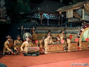 Indonesia Ubud Lelong Barong Dance Musicians Backpacking Backpacker Travel