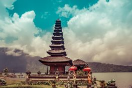 Indonesia Bali Ulun Danu Bratan Backpacker Backpacking Travel