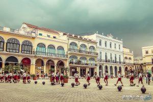 cuba havana plaza vieja backpacker backpacking travel