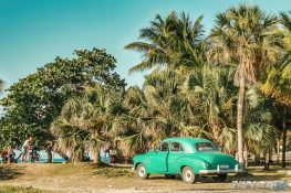 cuba varadero beach oldtimer backpacker backpacking travel