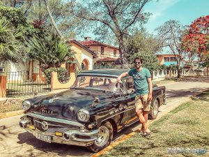cuba varadero street oldtimer backpacker backpacking travel