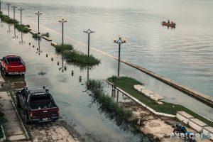 guatemala flores lake flood backpacker backpacking travel