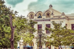 cuba cienfuegos teatro tomas terry backpacker backpacking travel