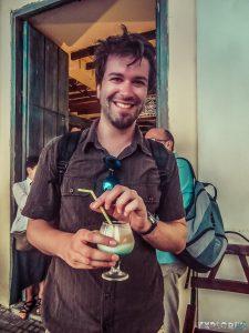 cuba havana plaza vieja cocktail backpacker backpacking travel