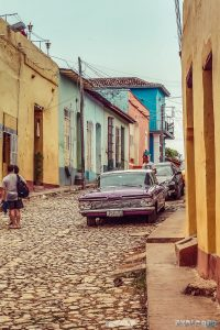 cuba trinidad streets oldtimer backpacker backpacking travel