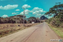 cuba vinales countryside oldtimer backpacker backpacking travel