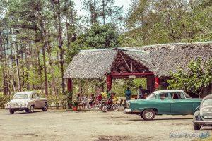 cuba vinales countryside oldtimer backpacker backpacking travel