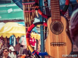 Equador Otavalo Market Guitars Backpacking Backpacker Travel