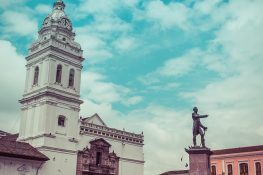 ecuador quito Plaza de Santo Domingo backpacker backpacking travel